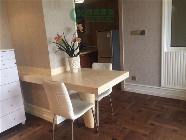 杭州梧桐公寓出租房餐厅照片,精装,朝西。租客比较急着转。