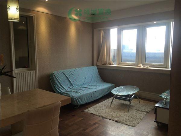 杭州梧桐公寓出租房客厅照片,精装,朝西。租客比较急着转。