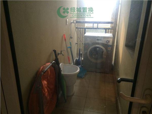 杭州梧桐公寓出租房阳台照片,精装,朝西。租客比较急着转。