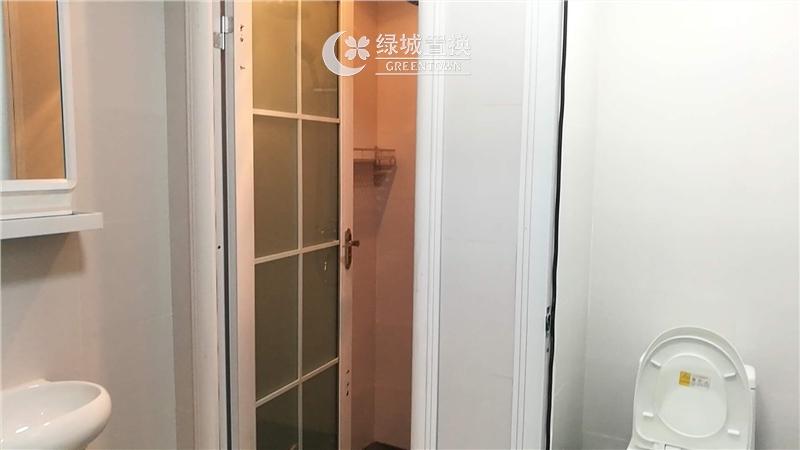 杭州世茂天宸出租房卫生间照片,精装修