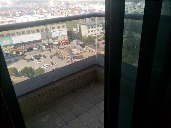 杭州郁金香岸出租房阳台照片,房东诚心出租,可长租,中等装修,看房方便