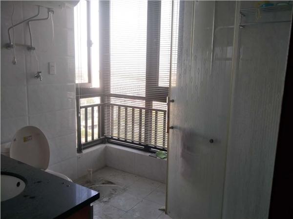 杭州郁金香岸出租房露台照片,房东诚心出租,可长租,中等装修,看房方便
