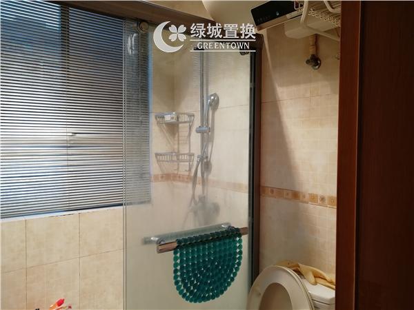 杭州出租房卫生间照片,易居时代简装全配出租2300/月