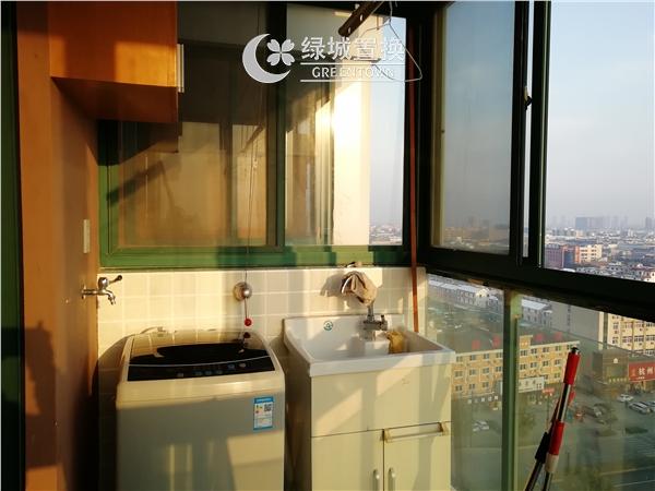 杭州出租房阳台照片,易居时代简装全配出租2300/月