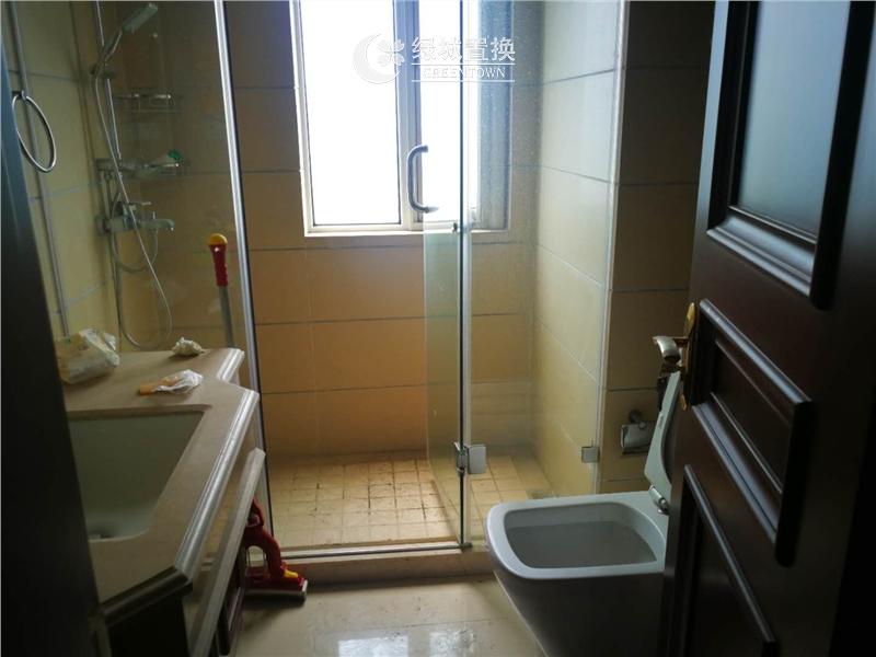 杭州华东园出租房卫生间照片,户型好,性价比高,价格低,全明,家具家电