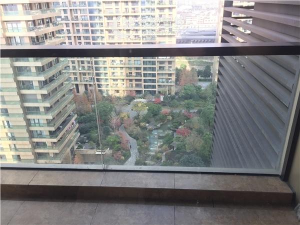 杭州昆仑公馆出租房阳台照片,