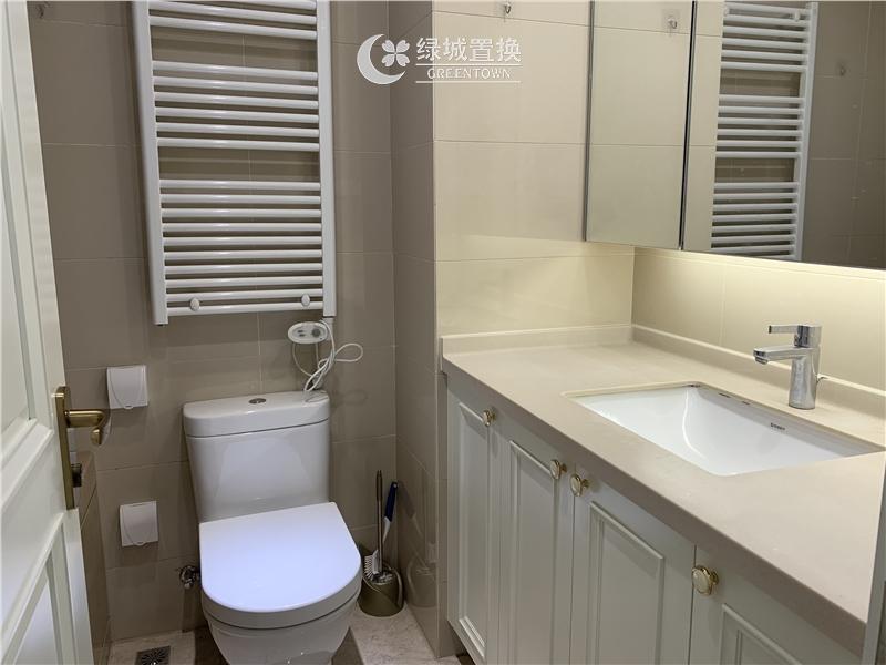 杭州绿地旭辉城出租房卫生间照片,