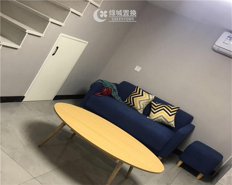 杭州万宝城出租房客厅照片,