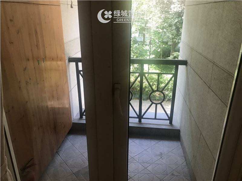 杭州桂花城出租房阳台照片,