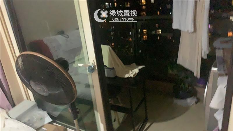 杭州金地自在城出租房阳台照片,