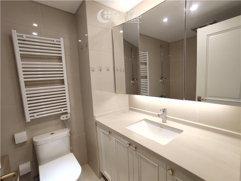 杭州绿地旭辉城出租房卫生间照片,精装修,家具家电齐全,拎包入住