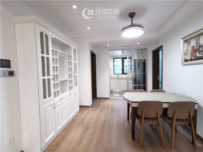 杭州出租房餐厅照片,看房方便,中间位置,自住配置家具家电